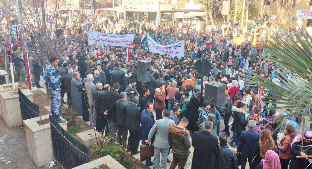 سكان الحسكة السورية يتظاهرون تنديدا بقطع مياه الشرب عن مدينتهم