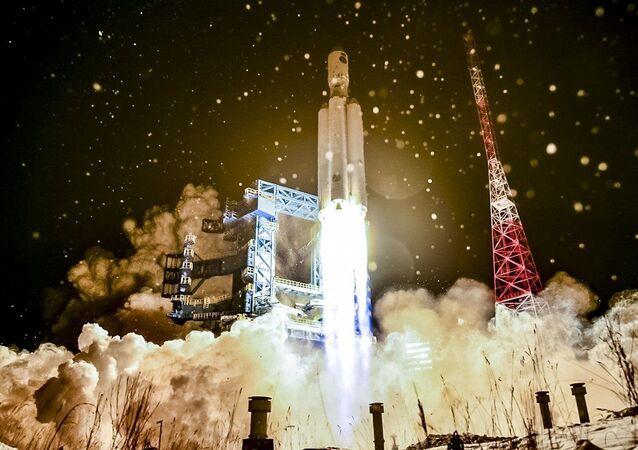 صاروخ أنغارا -أ5 الروسي ينطلق من قاعدة بليسيتسك الفضائية في شمال روسيا، 14 ديسمبر 2020