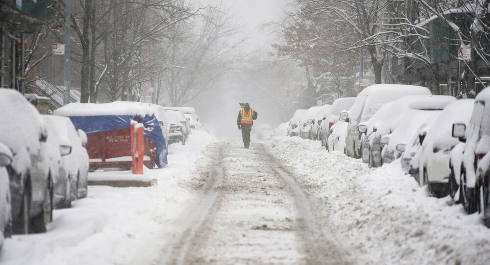 تساقط ثلوج كثيفة في مدينة نيويورك، الولايات المتحدةتساقط ثلوج كثيفة في مدينة نيويورك، الولايات المتحدة 17 ديسمبر 2020
