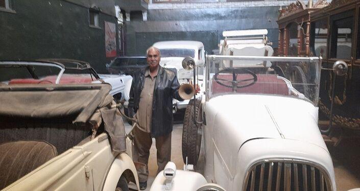 مصري لديه أكثر من 100 سيارة نادرة