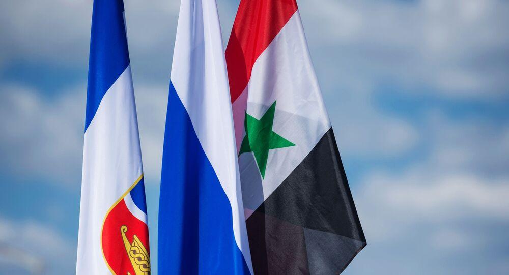 العلم الروسي والسوري