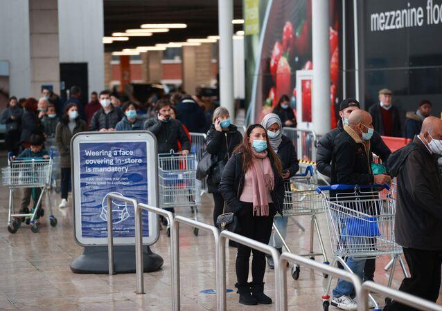 الوضع في بريطانيا مع ظهور سلالة كورونا الجديدة -المحلات التجارية في لندن، إنجلترا 21 ديسمبر 2020
