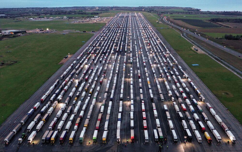 الوضع في بريطانيا مع ظهور سلالة كورونا الجديدة - إغلاق الحدود بين بريطانيا ودول الاتحاد الأوروبي، إنجلترا 22 ديسمبر 2020