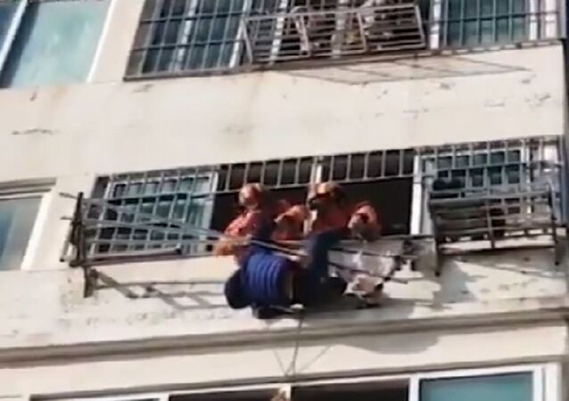 سقوط طفل من الطابق السادس
