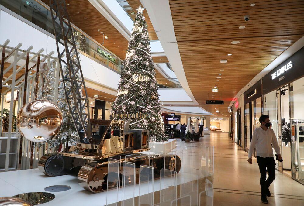 شجرة عيد الميلاد في أحد مراكز التسوق في مدينة بيروت، لبنان 30 نوفمبر 2020