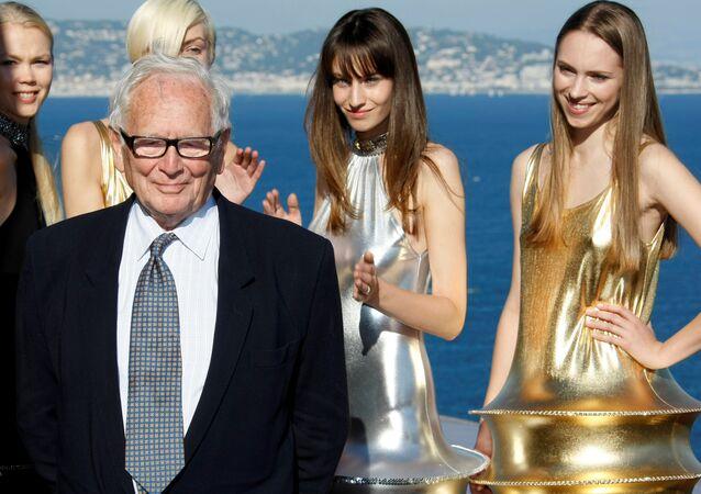 مصمم الأزياء الفرنسي بيير كاردان