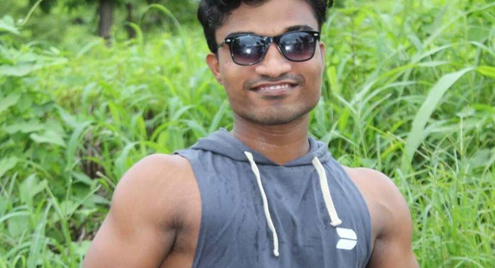 لاعب كمال أجسام الهندي  براتيك موهيت