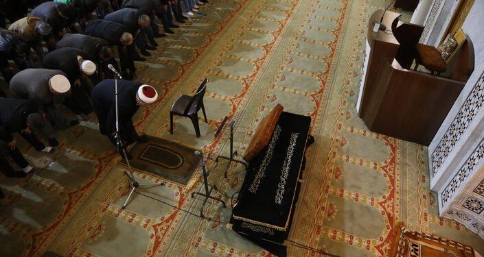 إقامة صلاة  الميت على الراحل المخرج السوري حاتم علي