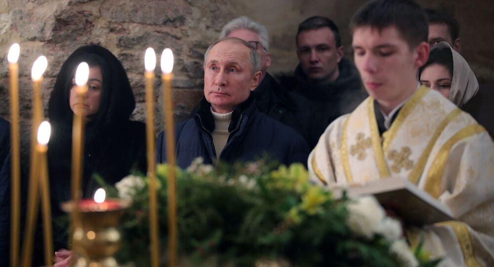 الرئيس الروسي بوتين يحضر القداس في نوفغورود