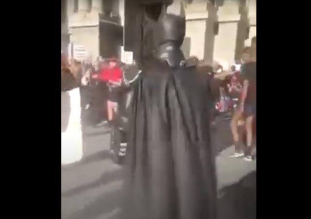 باتمان يصل إلى مبنى الكابيتول... فيديو