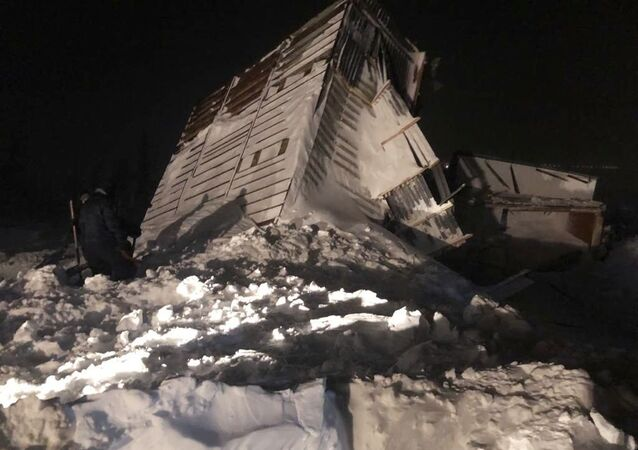 انهيار ثلجي في مدينة نوريلسك الروسية