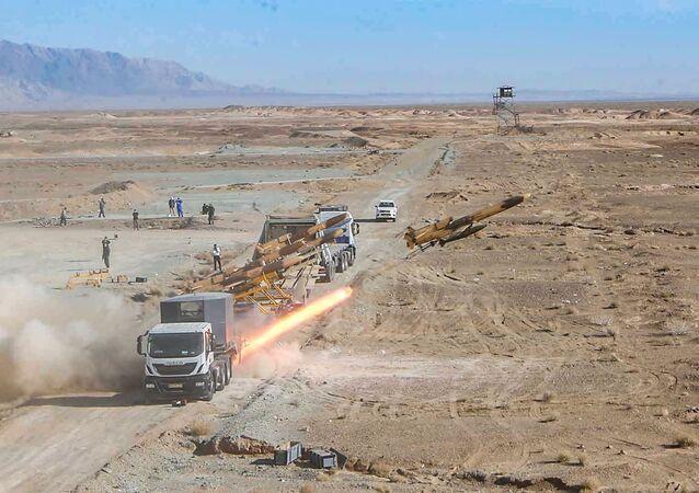 الحرس الثوري الإيراني والجيش الإيراني يجريان مناورات عسكرية