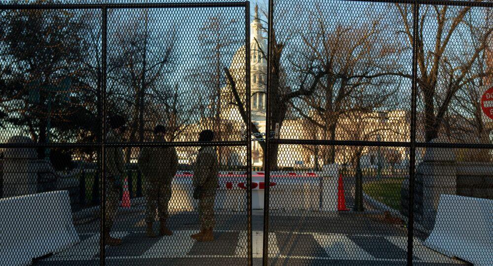 اجراءات أمنية أمام مبنى الكونغرس (كابيتول) في واشنطن، الولايات المتحدة 10 يناير 2021