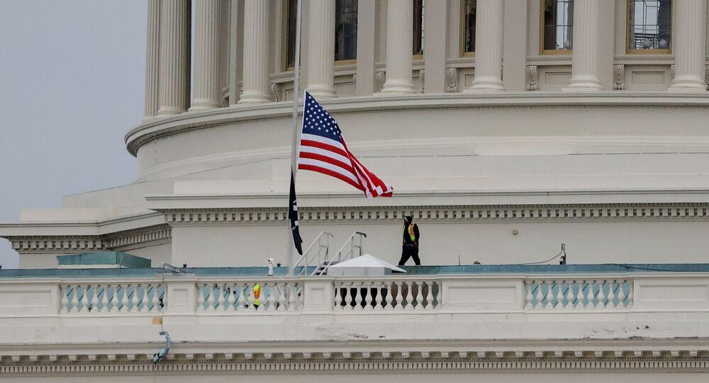 تجهيز مبنى الكونغرس (كابيتول) في واشنطن، قبل تنصيب الرئيس المنتخب جو بايدن رئيسا للولايات المتحدة، 8 يناير 2021