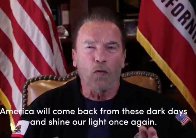الممثل الأمريكي وحاكم كاليفورنيا السابق، أرنولد شوارزنيغر، يتحدث في لوس أنجلوس عن أعمال الشغب في مبنى الكابيتول الأمريكي، 10 يناير/ كانون الثاني 2021