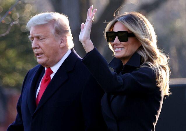 ميلانيا ترامب مع زوجها الرئيس الأمريكي، دونالد ترامب في البيت الأبيض بالعاصمة الأمريكية واشنطن، 23 ديسمبر/ كانون الأول 2020