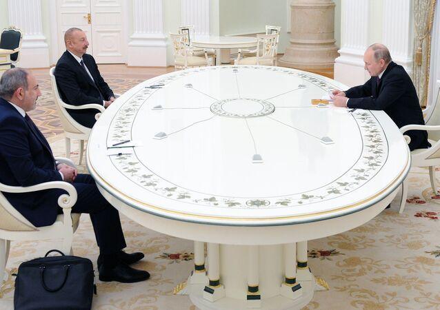 مباحثات الرئيس الروسي مع رئيس الوزراء الأرميني والرئيس الأذربيجاني