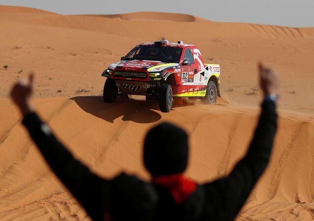 المتسابق مارتن بروكوب من فريق أورلين بينزينا في القيصومة، خلال المرحلة السادسة من سباق رالي داكار السعودية 2021، 8 يناير 2021