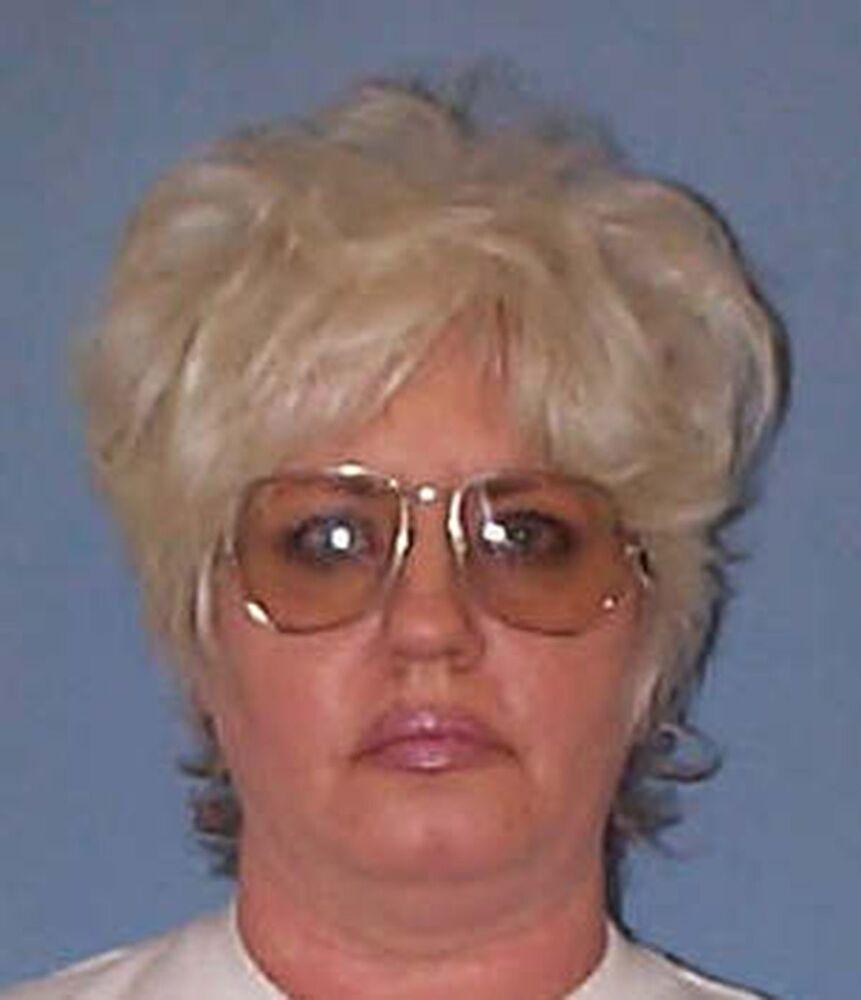 تُظهر صورة الملف غير المؤرخة التي قدمتها إدارة الإصلاحيات في ألاباما في 9 مايو/ أيار عام 2002، المدانة ليندا ليون بلوك، 53 عامًا، بتهمة قتل ضابط شرطة عام 1993 وأول امرأة تخضع لعقوبة الإعدام في ولاية جنوبية في الولايات المتحدة منذ عام 1957 .