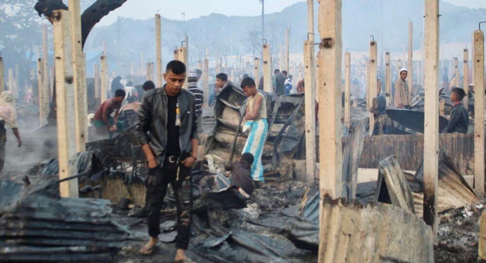 احتراق منازل آلاف اللاجئين الروهينغا في بنغلاديش