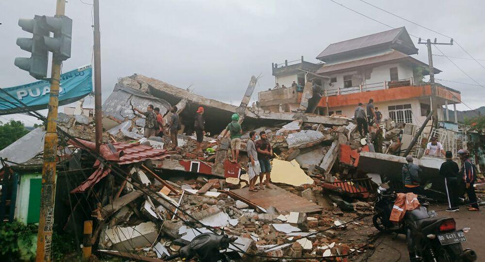 تداعيات زلزال قوي ضرب مدينة ماموجو، إندونيسيا، 14 يناير 2021