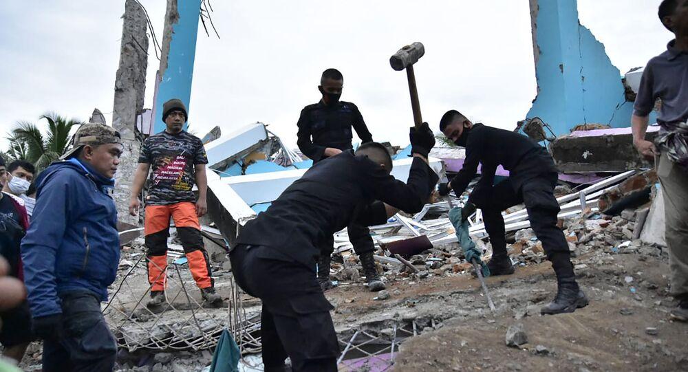 تداعيات زلزال قوي ضرب مدينة ماموجو، إندونيسيا، 15 يناير 2021
