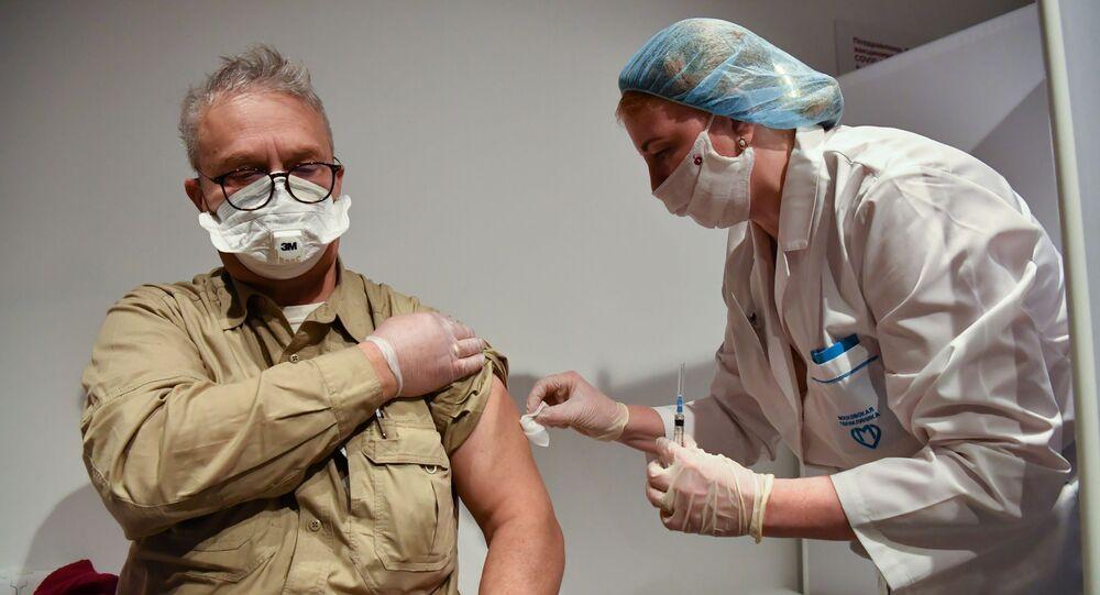 بدء حملة التطعيم واسعة النطاق بلقاح سبوتنيك V الروسي ضد فيروس كورونا في موسكو، روسيا، 18 يناير 2021