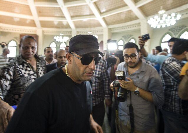 الفنان المصري، أحمد السقا، في جنازة الفنان نور الشريف، 12 أغسطس/ آب 2015