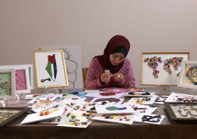 الفنانة التشكيلية الفلسطينية نداء الشنطي