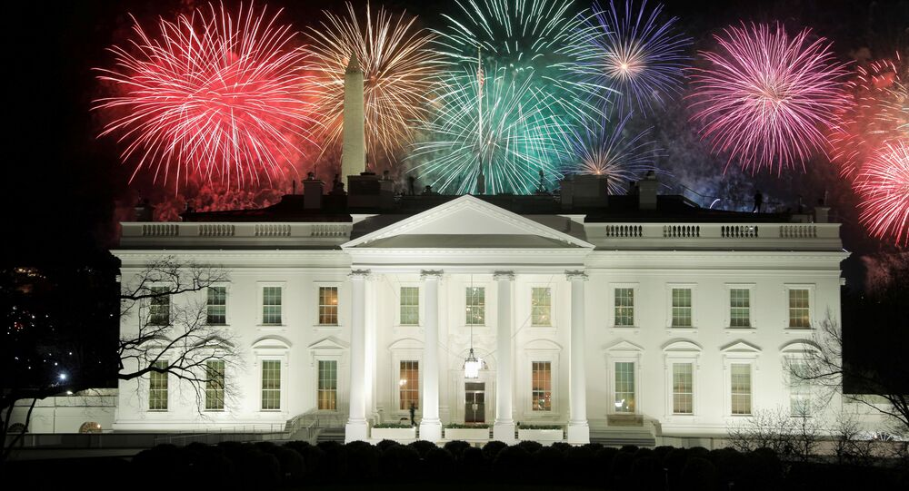 رئيس الولايات المتحدة جو بايدن، والسيدة الأولى جيل بايدن، البيت الأبيض، واشنطن، 21 يناير 2021
