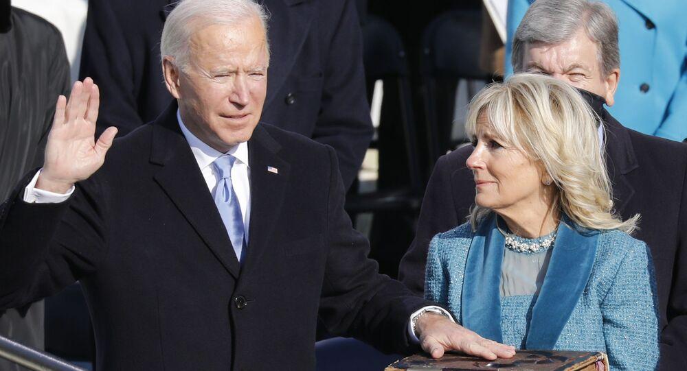 الرئيس المنتخب جو بايدن يؤدي القسم، زوجته السيدة الأولى جيل بايدن، الكابيتول في واشنطن، الولايات المتحدة 20  يناير 2021