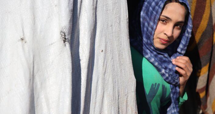 بتنسيق روسي 40 عائلة مهجرة تعود إلى بلدتهم ريف درعا الشمالي، سوريا