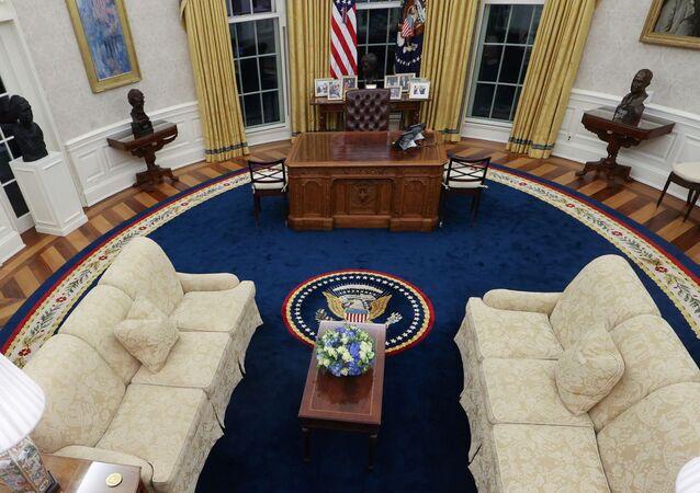 نظرة عامة على المكتب البيضاوي المعاد تصميمه للرئيس الأمريكي، جو بايدن، في البيت الأبيض بواشنطن، الولايات المتحدة
