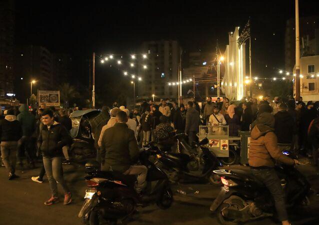 مظاهرات وقطع للطرقات في عدد من مناطق لبنان