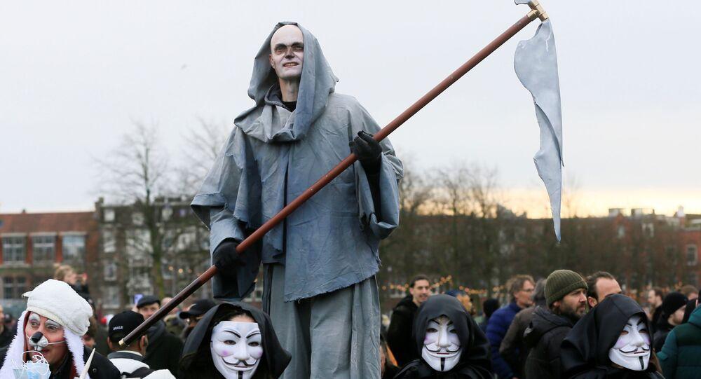 احتجاجات عارمة في أيندهوفن ضد سياسة كورونا، هولندا في 24 يناير 2021