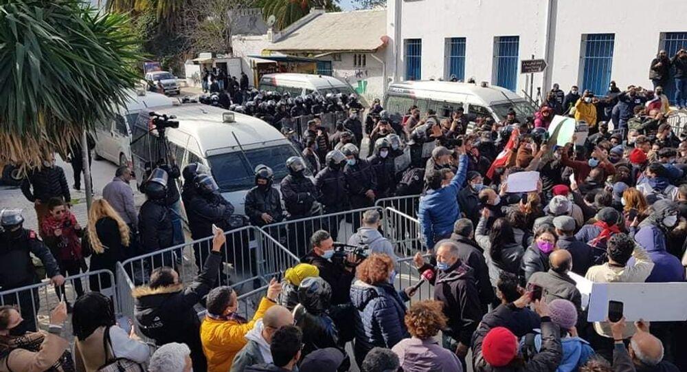 مسيرة احتجاجية في اتجاه البرلمان التونسي