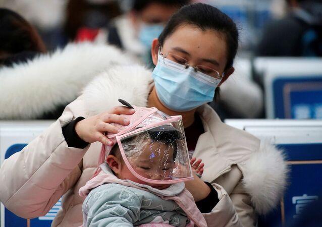 بدء موسم الاحتفالات برأس السنة الصينية الجديدة في شنغهاي، الصين  28 يناير 2020