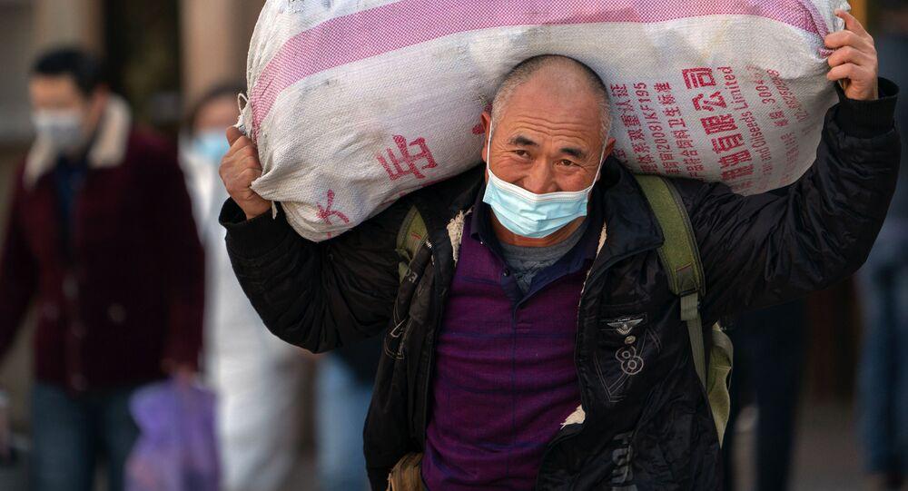 بدء موسم الاحتفالات برأس السنة الصينية الجديدة في بكين، الصين  28 يناير 2020