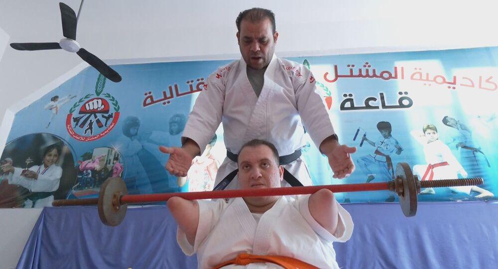 الفلسطيني يوسف أبو عميرة يتحدى الإعاقة برياضة الكاراتيه، مدينة غزة، فلسطين 26 يناير 2021