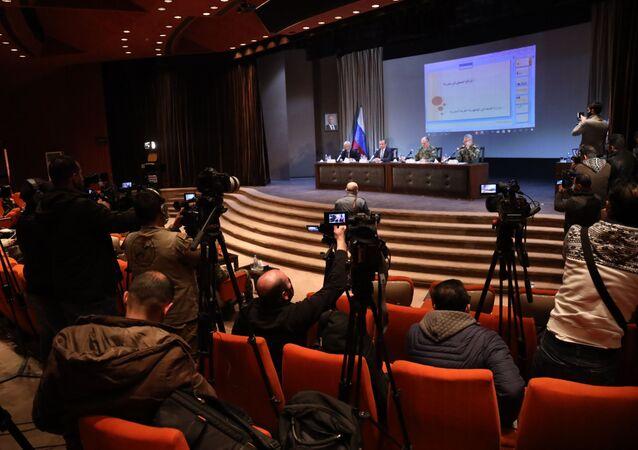 عقد المؤتمر الصحفي الثاني السوري ــ الروسي المشترك حول ما تم تنفيذه في مجال إعادة الإعمار وعودة اللاجئين والصحة، وذلك في قاعة السينما في نادي الضباط الجديد، 28 يناير 2021