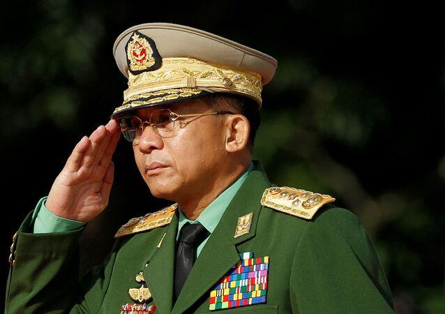 القائد الأعلى للقوات المسلحة في ميانمار الجنرال مين أونغ هليانغ