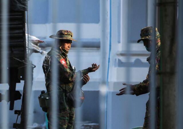 الانقلاب العسكري في ميانمار، 1 فبراير 2021
