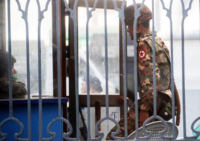 الوضع في مدينة يانغون بعد الانقلاب العسكري في ميانمار، 2 فبراير 2021