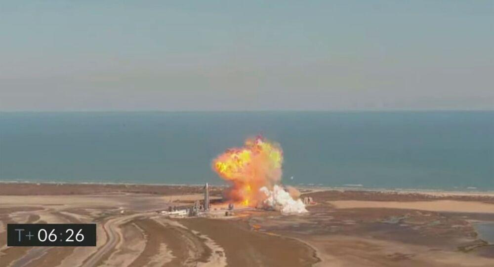 انفجار هائل لنموذج أولي لصاروخ الصاروخ ستارشيب إس.إن 9 لدى هبوطه