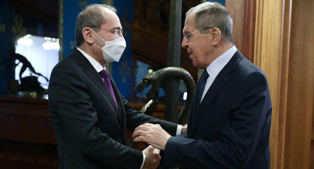 وزير الخارجية الروسي سيرغي لافروف مع نظيره الأردني أيمن الصفدي  في موسكو