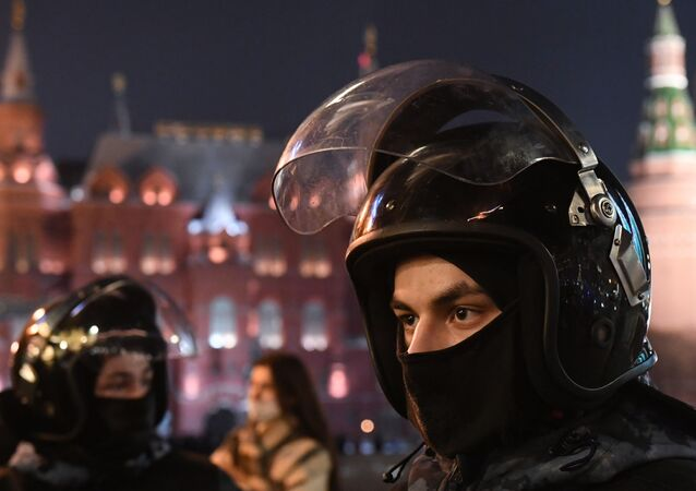 قوات الأمن ومكافحة الشغب، وسط احتجاجات نافالني غير المرخصة في موسكو، روسيا 2 فبراير 2021