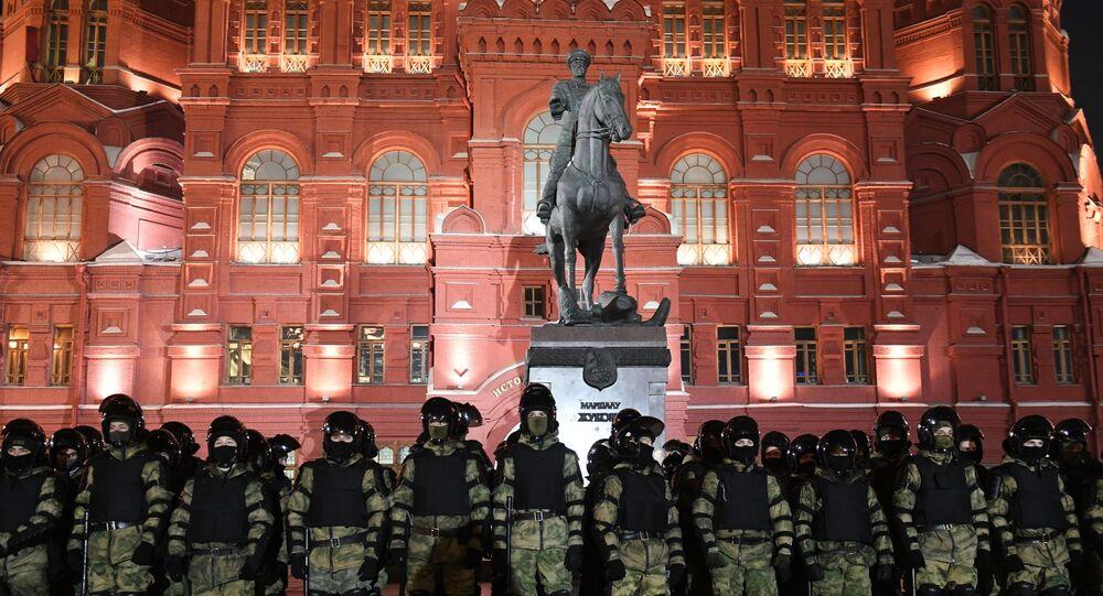 قوات من مكافحة الشغب الروسية خلال الاحتجاجات غير المرخصة في موسكو