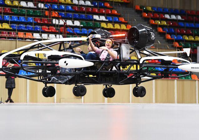 تجربة سيارة أجرة بدون طيار (درون-تاكسي) في ملعب الساحة الرياضية الصغيرة للمجمع الأولمبي لوجنيكي في موسكو، 25 يناير 2021