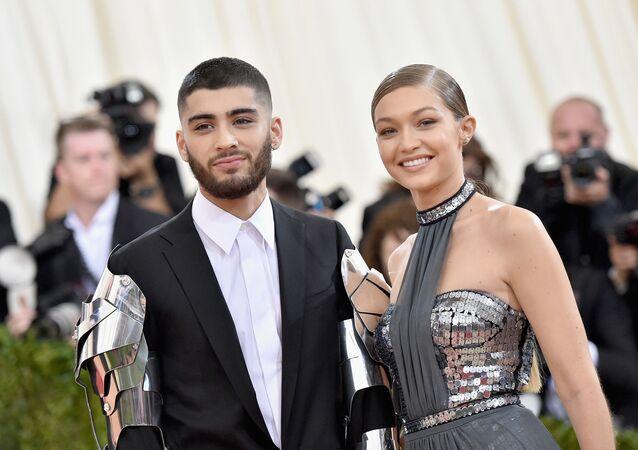 عارضة الأزياء، جيجي حديد، مع صديقها المغني، زين مالك