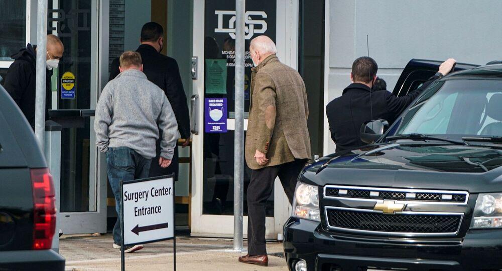 الرئيس الأمريكي، جو بايدن، يصل إلى أخصائيي جراحة العظام في ديلاوير لفحص إصابته في قدمه في نيوارك، ولاية ديلاوير، 6 فبراير/ شباط 2021